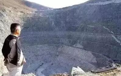 《可可托海的牧羊人》帶你到可可托海中國核彈之坑—三号矿坑!