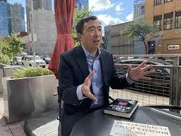 有種的華裔楊安澤,計畫在美成立第三勢力政黨—前進黨,團結馿象外的美國人-